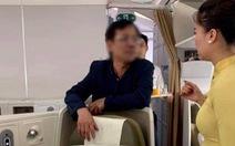 Hành khách say rượu, sờ soạng phụ nữ trên máy bay bị mời lên làm việc