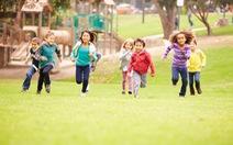 Trẻ vận động sao cho tăng cường cơ bắp, xương chắc khoẻ?
