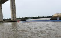 Liên tiếp 2 vụ sà lan chìm do đâm vào chân cầu Mỹ Lợi