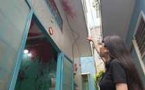 Sống trong lo sợ vì liên tục bị tạt sơn, chất bẩn vào nhà
