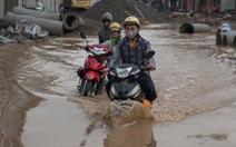 'Khủng hoảng' khi mưa ngập băng qua 'công trường' đường Trường Chinh