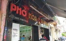 Phở Hòa ở Sài Gòn bị ném sơn, mắm tôm vì... em rể chủ quán nợ nần?