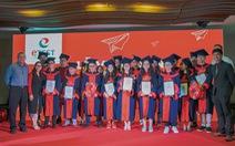Etest vinh danh học viên đạt học bổng du học