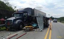 Xe tải đâm xe khách và xe containter trên cao tốc, 3 người bị thương