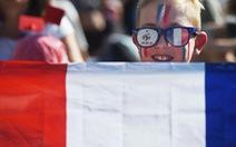 Pháp buộc treo cờ Pháp và cờ EU ở các lớp học