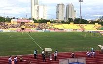 6/14 sân vận động tại V-League không đủ ánh sáng để thi đấu