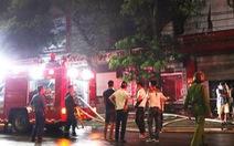 Cháy ảnh viện áo cưới trong đêm, cả khu phố náo loạn