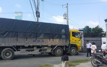 Xe tải rẽ vào nhà máy gạo cán chết người đàn ông đi xe máy