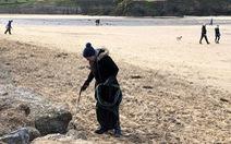 Nữ 'chiến binh rác' 70 tuổi dọn rác 52 bãi biển