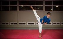 Cụt 2 tay khi đá bóng, Assaf thành nhà vô địch taekwondo