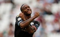 Sterling lập hat-trick, M.C đại thắng West Ham trận ra quân