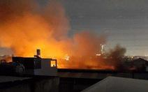 Công ty may mặc ở Hóc Môn cháy lớn trong đêm