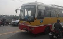 Xe buýt lấn làn, đâm thẳng hai nam sinh đi xe máy ngược lại