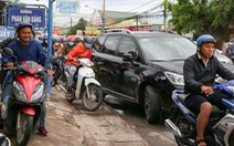 Ngán ngẩm cảnh ôtô chen hàng bến phà Cát Lái