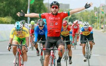 Đổi xe đồng đội, Jordan Parra vẫn chiến thắng tại Hà Tiên