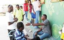 Xây hi vọng cho trẻ Haiti trên nền một bãi rác