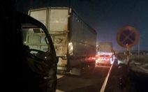 Cả ngàn tài xế dừng xe ngủ trên... đường cao tốc