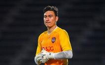 Video Văn Lâm và đồng đội phối hợp thiếu ăn ý khiến Muangthong nhận bàn thua