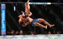 Xem  'chiêu thức lạ' giúp võ sĩ MMA giành chiến thắng ấn tượng ở UFC 241