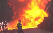 Mới hoạt động được 7 ngày, công ty nhựa bị lửa bao trùm