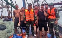 7 ngư dân thoát chết khi tàu cá chìm giữa biển