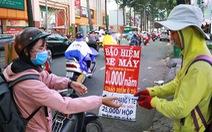 Bảo hiểm siêu rẻ mua trên lề đường, công an phạt như thường