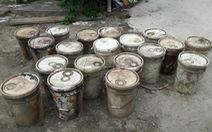 Phát hiện 27 thùng chứa 'chất lạ' đặt dưới kênh thủy nông