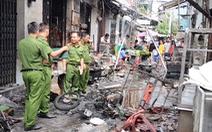 Video: Xe máy chở gas ngã xuống đường, 6 kiôt bốc cháy dữ dội