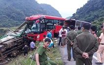 Hòa Bình: Xe khách đâm đuôi xe tải, 2 người chết, 14 người bị thương