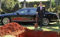 Chôn xe Bentley và thông điệp của tỉ phú Brazil