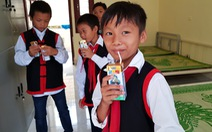 Vinamilk tặng hơn 71.000 ly sữa cho học sinh vùng cao tại Quảng Ninh