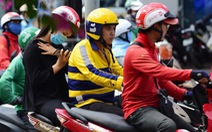 Hà Nội muốn người làm nghề 'xe ôm' được cấp phép, biển hiệu