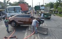 Xe container tông liên hoàn, hướng ra vào cảng Cát Lái tê liệt