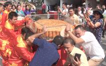 Xác lập kỷ lục cặp bánh trung thu 300kg, nặng nhất Việt Nam