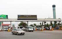 Nhổ nước bọt vào mặt an ninh hàng không Nội Bài vì bị ngăn chèo kéo khách