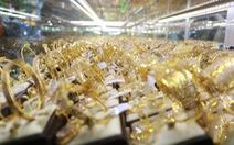 Giá vàng lùi về ngưỡng thấp nhất hai tuần, ở mức 42,2 triệu đồng/lượng