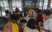 Người dân Hà Nội náo nức đi đăng ký thẻ xe buýt miễn phí