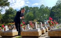Lần đầu tiên, đại sứ Mỹ viếng nghĩa trang liệt sĩ quốc gia Trường Sơn