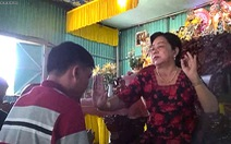 'Mẹ Hường' chữa bệnh bằng nước suối, nhiều người tin sái cổ