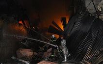 Hỏa hoạn ở công ty Rạng Đông được khống chế sau gần 6 tiếng nỗ lực