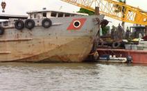 Sà lan 2.000 tấn mất lái tông chìm canô trên sông Sài Gòn