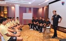 HLV tuyển Thái Lan Akira Nishino thấy 'hơi lo lắng' trước trận gặp Việt Nam
