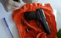 Bao 5 phòng khách sạn chơi ma túy, thủ cả súng đạn trên xe
