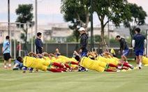 Ban huấn luyện căng sức hỗ trợ ông Park