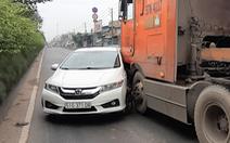 Video: Container đâm ôtô xoay vòng như phim hành động trên quốc lộ 22