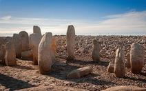 60 năm chìm sâu, mộ đá cổ 6.000 năm tuổi bỗng trồi lên do hạn hán