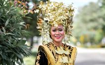 3 tháng khổ luyện múa với đĩa và lửa của cô giáo Việt trên đất nước Indonesia