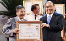 Lễ trao tặng danh hiệu NSND: Minh Vương, Trần Hạnh được vỗ tay không ngớt