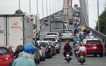Người miền Tây bắt đầu rời TP.HCM về quê nghỉ lễ, ùn ứ xíu nhưng chưa kẹt xe