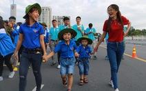 Hơn 5.000 người đi bộ 'tiếp sức đến trường'